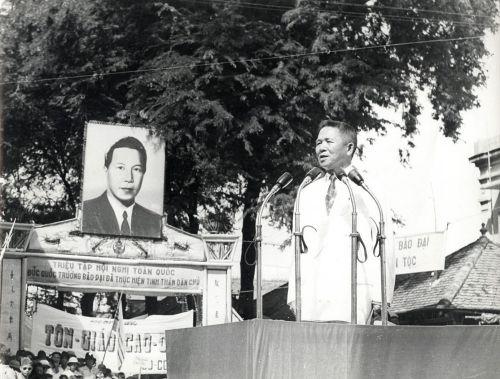 Octobre 1953 – Un cadre explique la réforme agraire