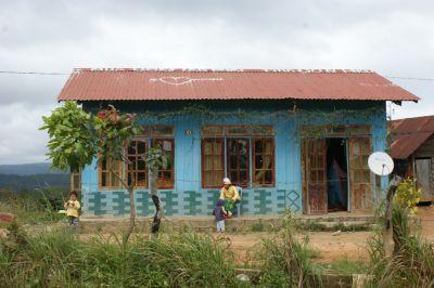 Maison de minorité ethnique au bord de la route de Dalat à Nha Trang
