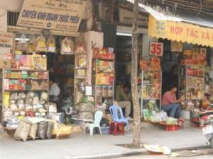 La rue Lan Ông, en plein cœur de Hanoi, où sont vendus des médicaments à base de plantes médicinales