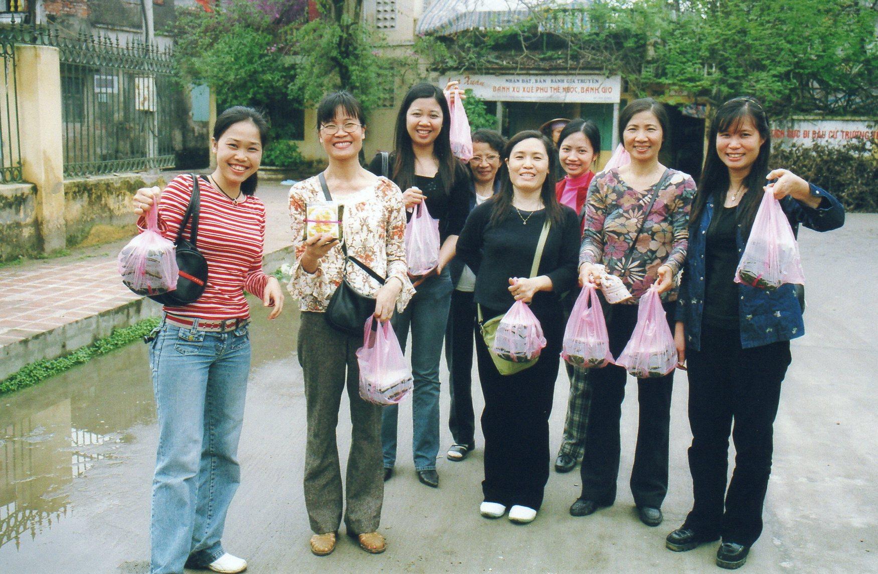 Chacune remporte la spécialité de Phu Tê à la maison !