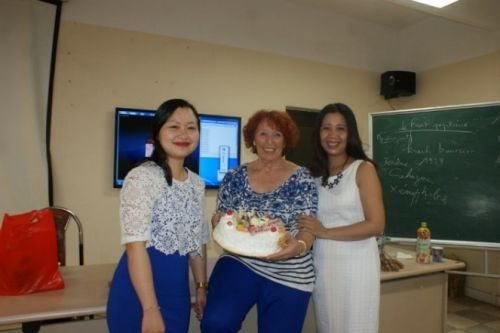 Lors de la fête d'anniversaire de septembre de Thu Ha 91, Régine et Thu Ha 77