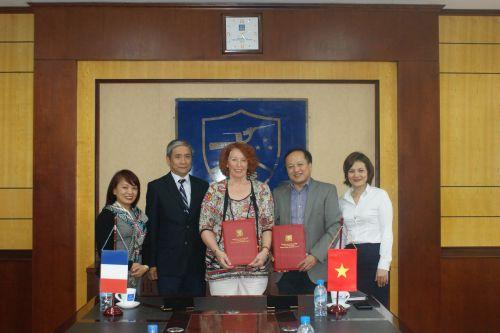 Signature d'une convention entre PREFASSE et l'ULIS