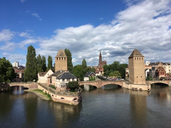 Strasbourg, la cathédrale à l'arrière-plan