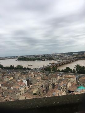 Vue panoramique de Bordeaux et la Garonne