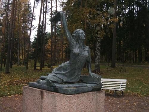 Statue de Raymonde Dien à Saint-Pétersbourg