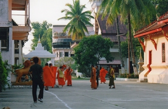 Laos - Animation dans la cour du Vat