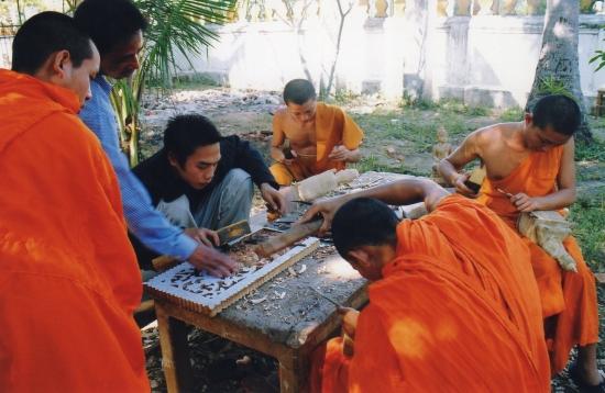 Laos - Cours en plein air, à l'école des Beaux-Arts