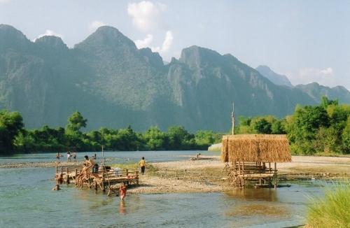 Laos - Des enfants se baignent