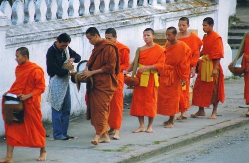 Laos - Passage des moines