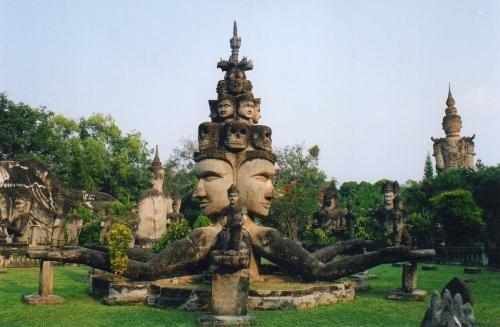 statues bouddhistes et hindoues