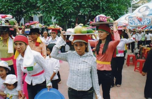 Nam-Dinh - Porteuses d'offrandes