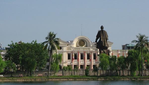 Nam Dinh - Statue du général Trần Hưng Đạo