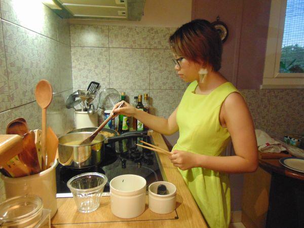 En préparant un repas vietnamien