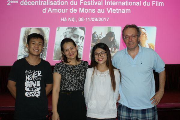 Dung, Thuy frisée, Hoa et Jean-Pierre
