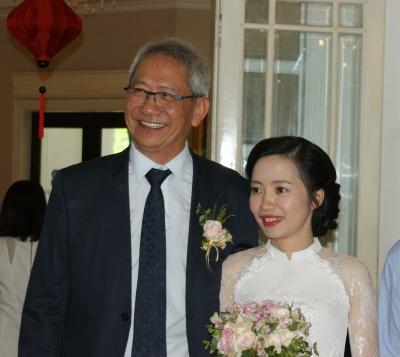 Anh et Kim attendent leurs invités