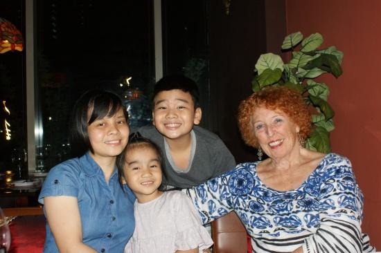 Diep-et-ses-enfants-dont-elle-s'occupe-beaucoup