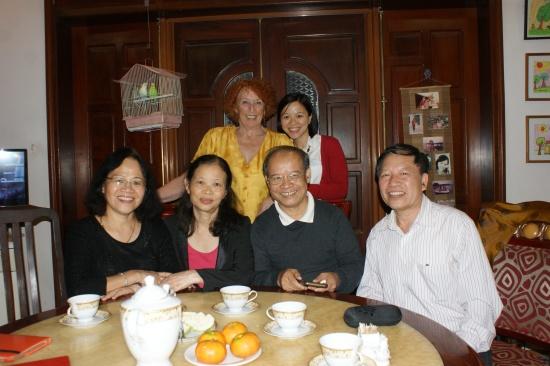 Ha, Tuyet, Tu, Oanh (assis). Régine et Giang (debout)