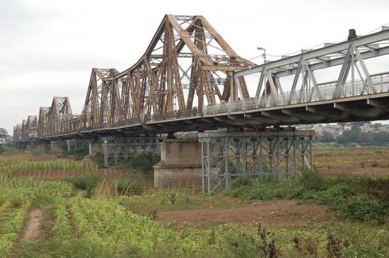 Le pont Paul Doumer à Hanoi, aujourd'hui pont Long Bien