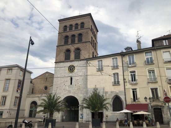 La modeste cathédrale Notre-Dame à Grenoble