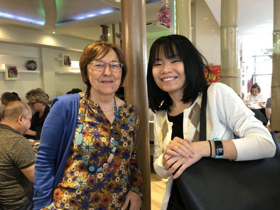 Marie-Luce et Huong au restaurant vietnamien