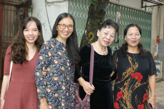 Yen, Thuong mère de Huong, une tante de Lê Thuy Ha et Bich sa mère