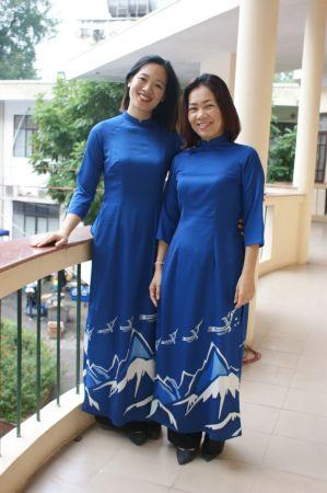 Bich et Canh Linh portant le nouvel ao dai