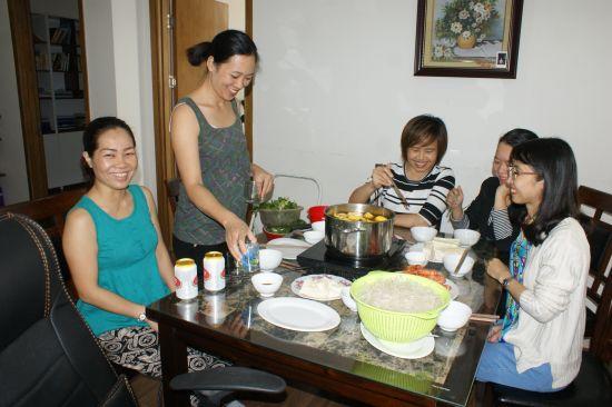 De gauche à droite, Canh Linh, Bich, Xuân, Ngoc Lan, Phu