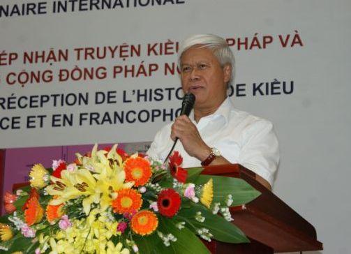 M. Hoang, traducteur du Kieu en russe parle brièvement et avec fougue