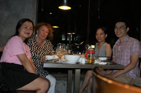 L'invitation à dîner de Thu Ha et Yen un samedi soir, à Cha Ca Ngôn