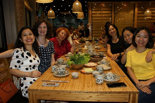 Un joyeux dîner avec quelques collègues