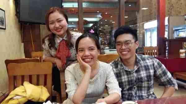 Thu Ha, Yen et Vinh après le bun