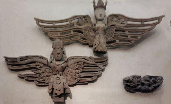 Des fées aux ailes déployées