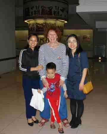 De gauche à droite, notre guide, son fils et Hoai