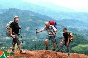 Trois adhérent.e.s de Préfasse en randonnée avec Asiaplus - Automne 2015