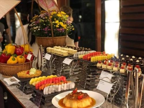 Le buffet des desserts à l'Ambassade