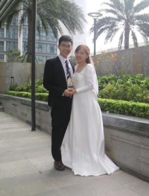 Félicitations au jeune couple et à leurs familles et meilleurs vœux de bonheur!
