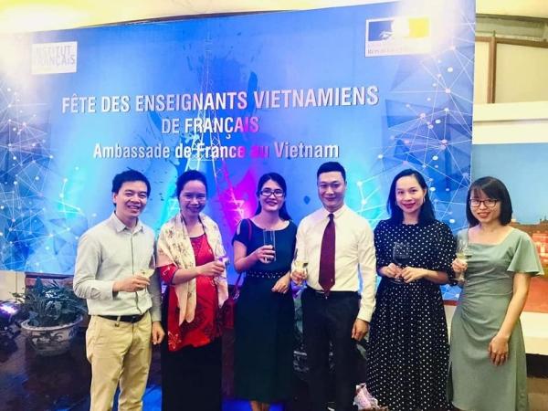 Professeur.e.s de l'Université de Hanoï (Université « concurrente ») à l'ambassade de France pour la Fête des enseignants