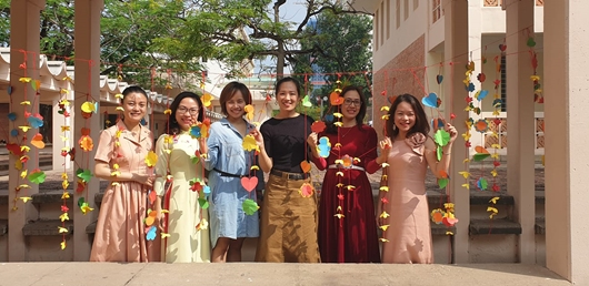 Professeures de français : Thuy Aquableu, Lien 2011, Xuân, Bich, Phuong Lan 2005 et Ngoc Lan