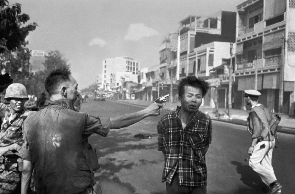 Le 1er février 1968, un général sud-vietnamien abat de sang-froid un combattant communiste