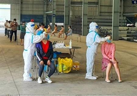 Bac Giang, dépistage systématique dans une usine
