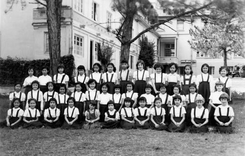 Photo de classe du Couvent des Oiseaux à Dalat en 1955